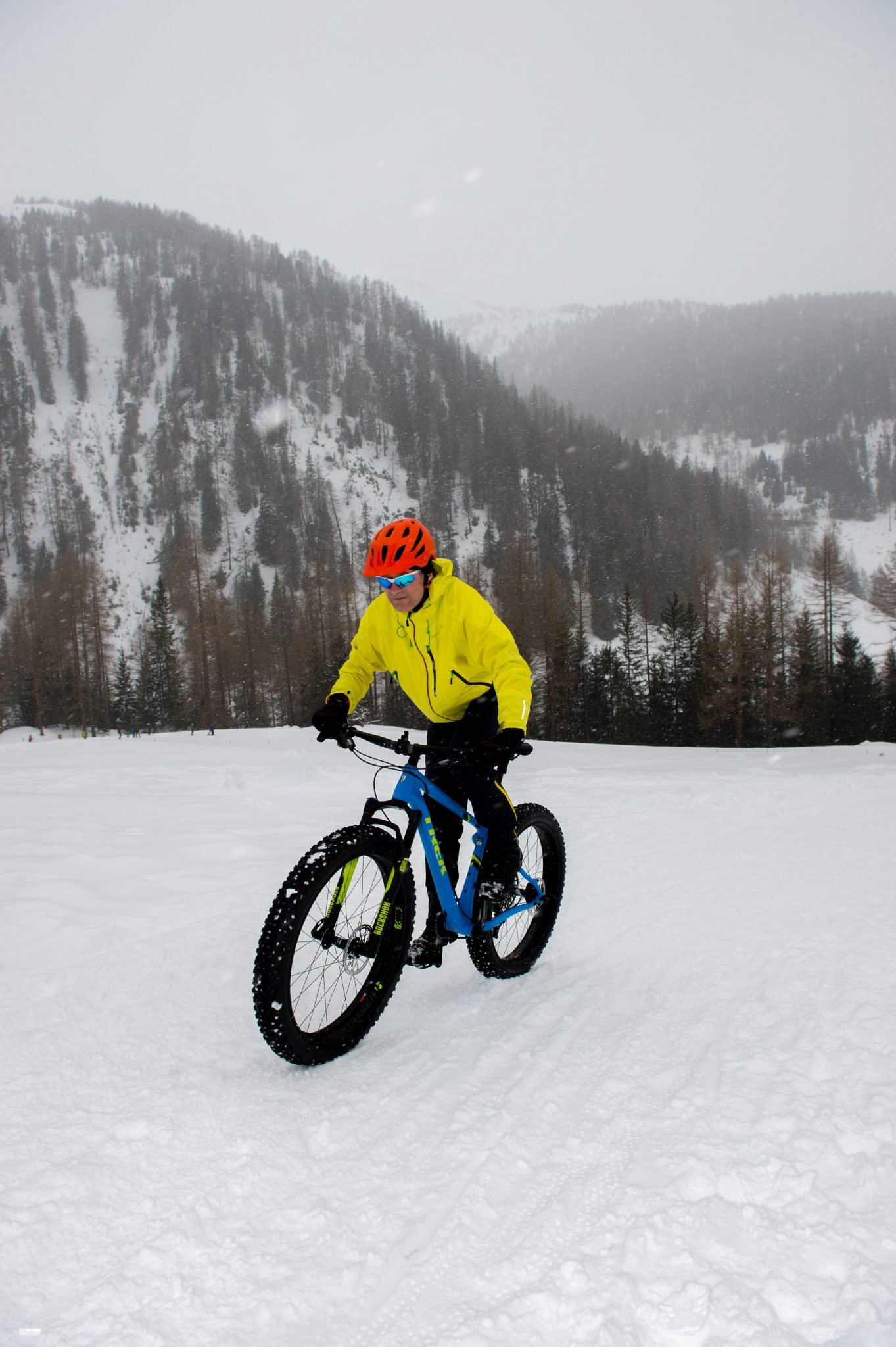 Twin-test hardshell winterjacks – Bontrager Lithos Stormshell versus Endura MT500 Waterproof II