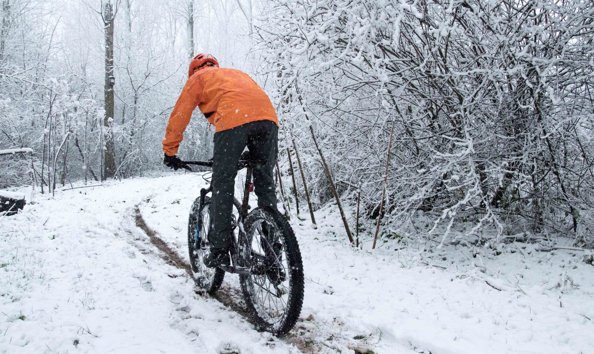 Twintest warme winterbroeken: Bontrager OMW Softshell versus Endura Singletrack Trail Pants